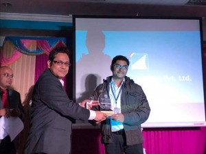 Rajat Shubhra of DOCC kolkata receiving ist prize amongst all programmers @ Dreamtech, kolkata.